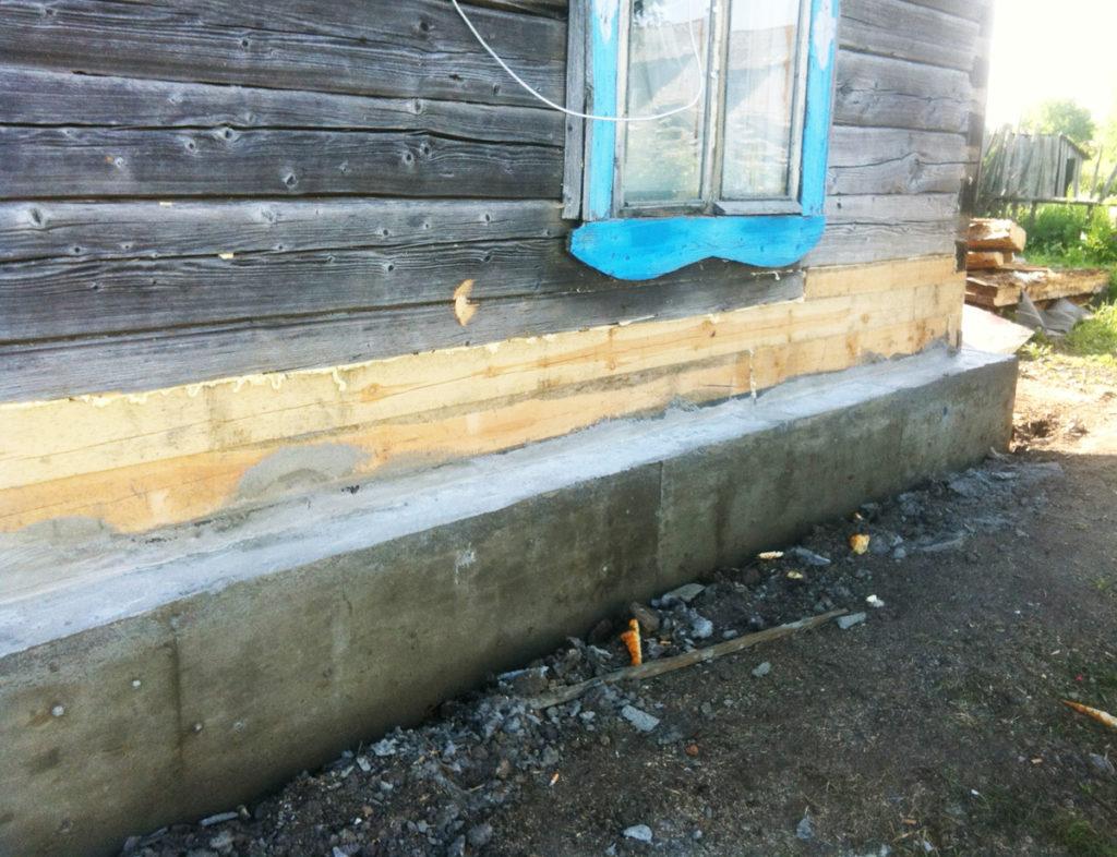 Деревянный дом после полной замены двух нижних венцов и частичной замены третьего.
