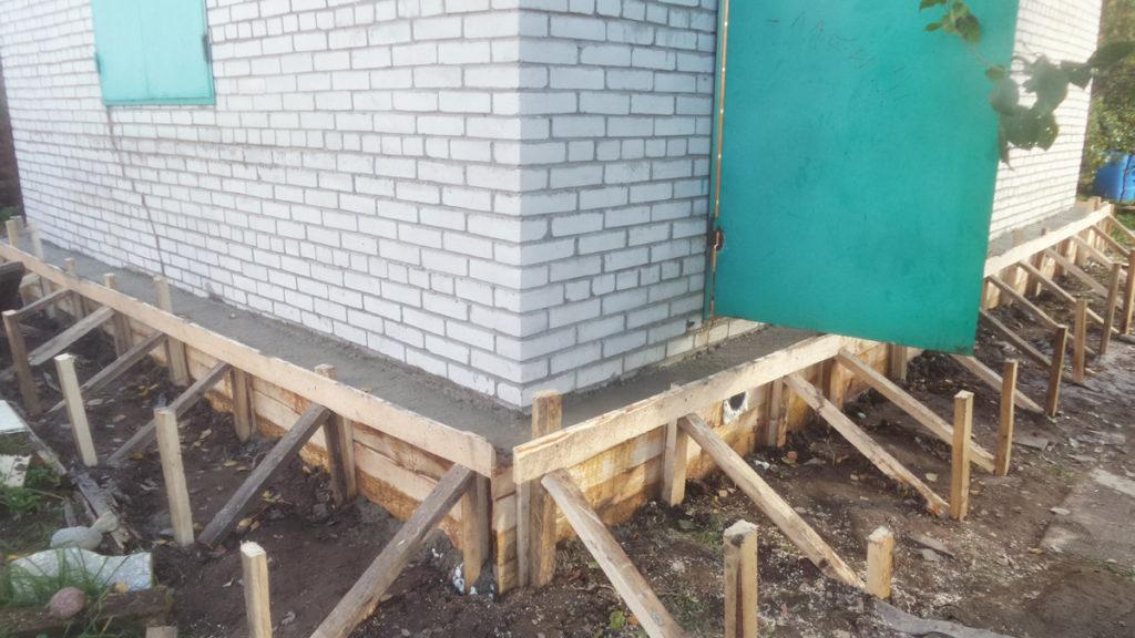 Выставление опалубки и бетонирование обоймы
